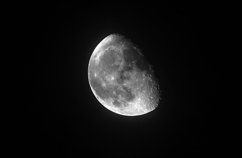 Moon20151201BW