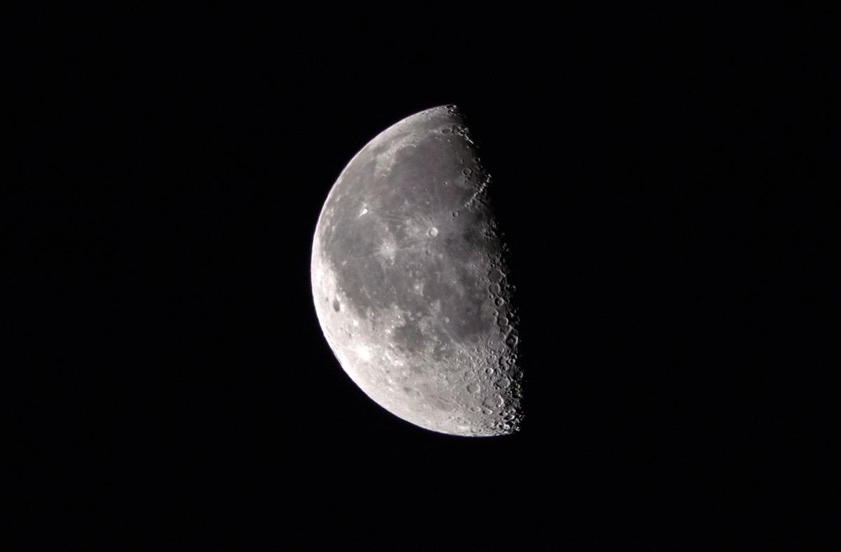 Moon20160331