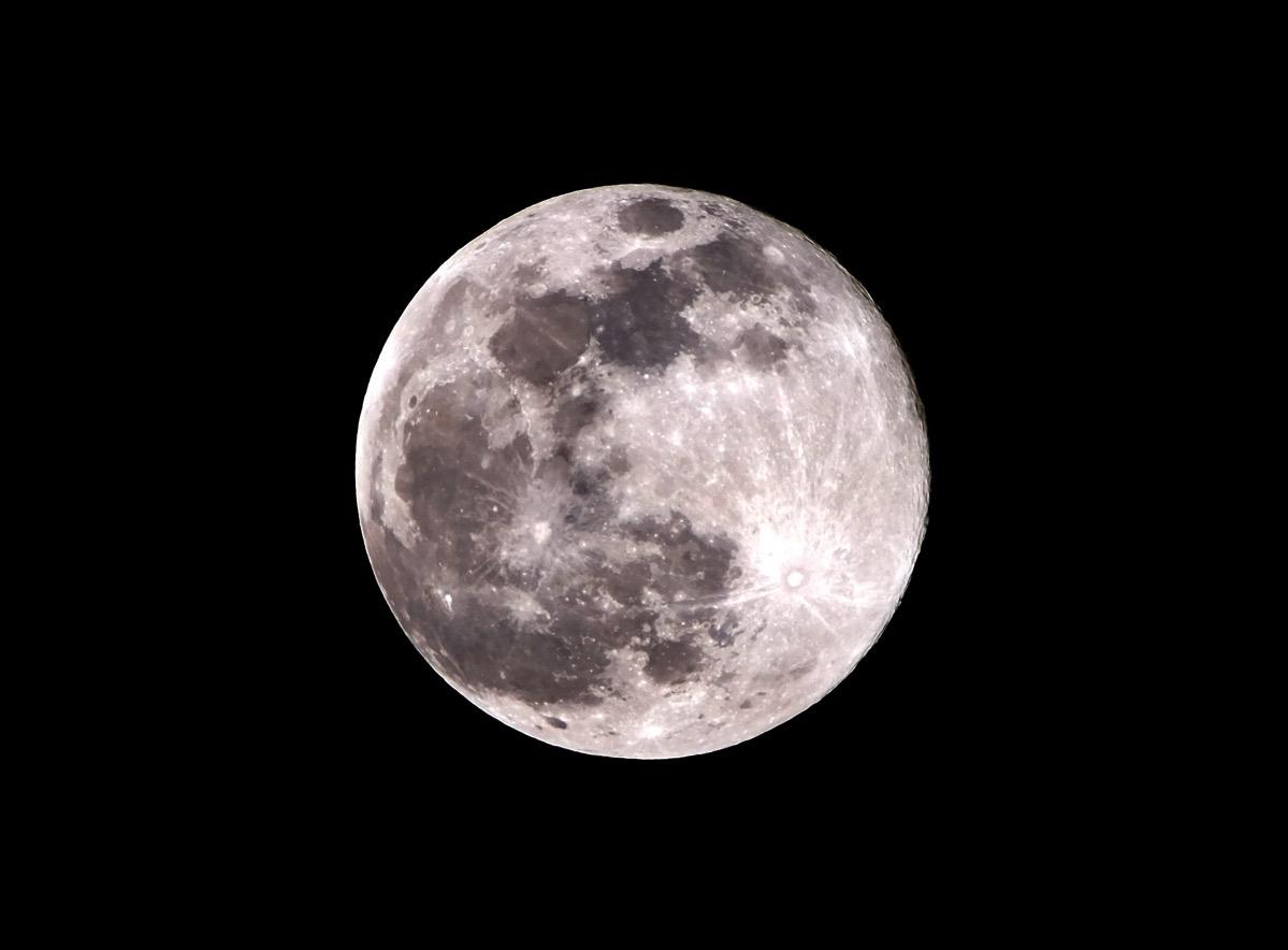 Moon20160422