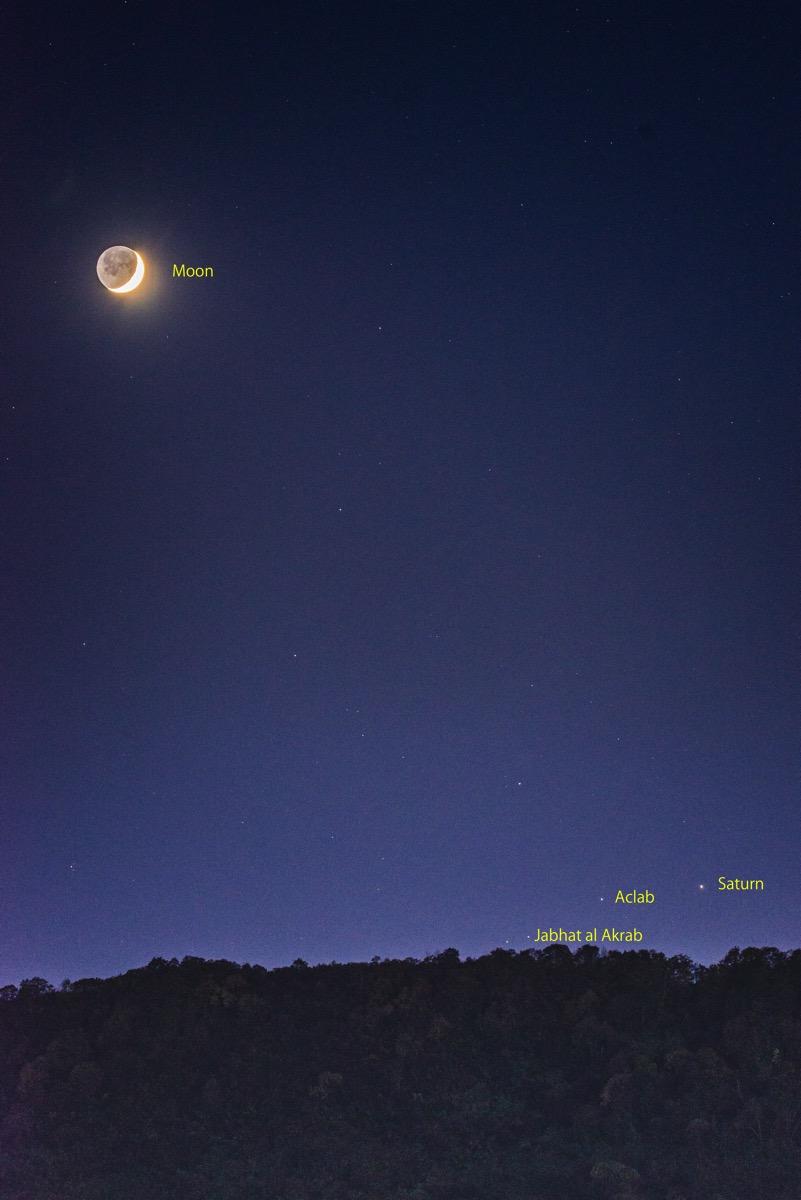 Moon saturn20151017 2