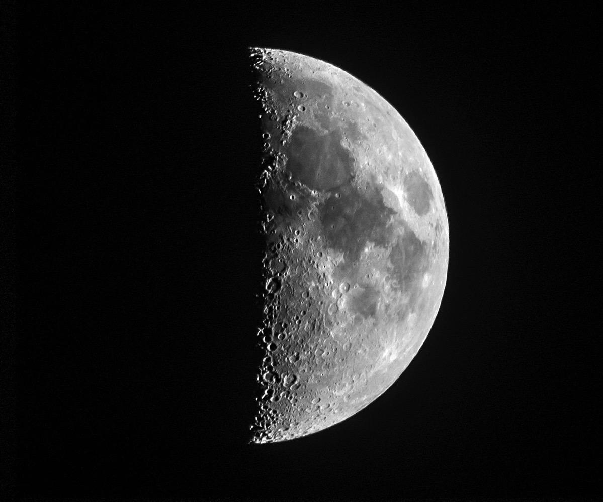 Moon x20151218